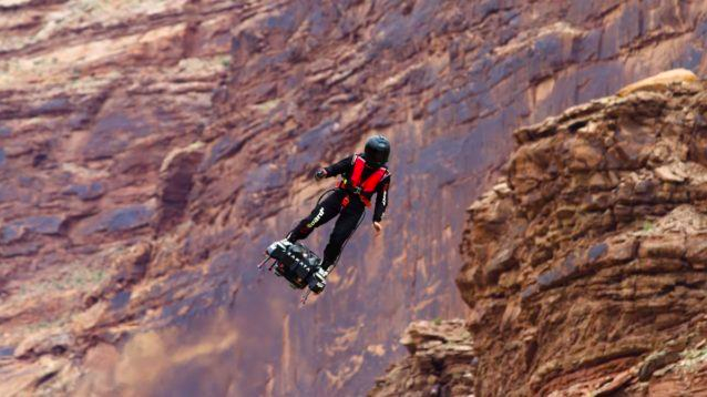 """""""Iron Man"""" Crosses English Channel At 170Km/hr On Hoverboard"""